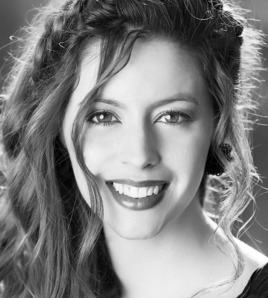 Primer plano de Fàtima Ayats, cantante y modelo